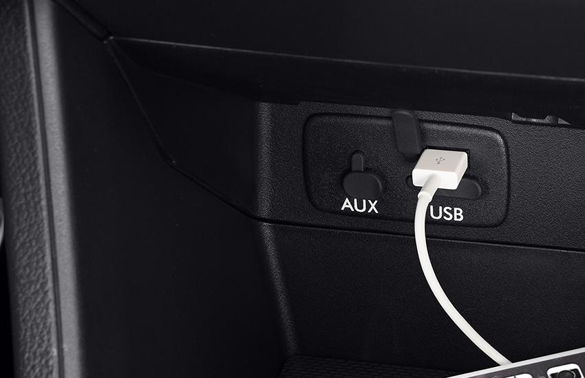Intrari Dual USB si Audio Auxiliar Jack